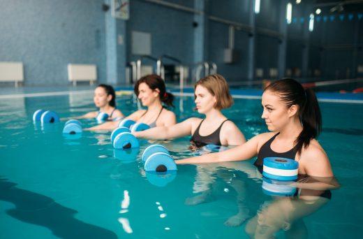 Zpevněte tělo ve vodě