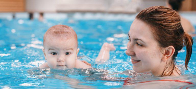 Chcete se stát instruktorem/ instruktorkou kojeneckého plavání?