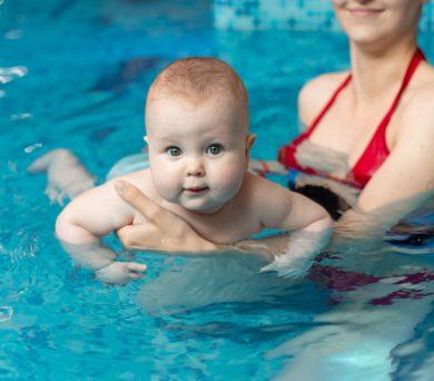 Poprvé v bazénu